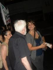 During June 30 protest, Daphni Leef tells Uri Avnery how she broke her wrist