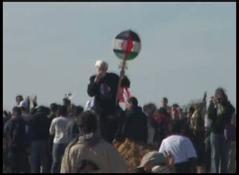אורי אבנרי בהפגנה