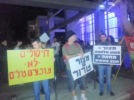 """Liquidations don't stop missiles"" - spontaneous protest against the Gaza War. Tel Aviv, Nov. 14. 2012"