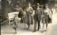 На снимке слева – со своей семьей в Германии, 1930 год