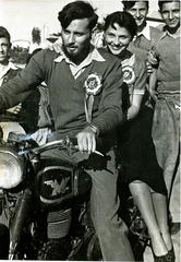 Редактор «Хаолам Хазе» на сборе мотоциклистов, 1951 год